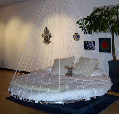 Round swing floating bed diy cool bedroom ideas pinterest for Diy floating bed design