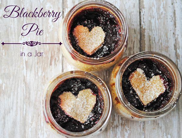 Blackberry pie in a jar recipe from MamaBuzz #masonjarrecipe #dessert