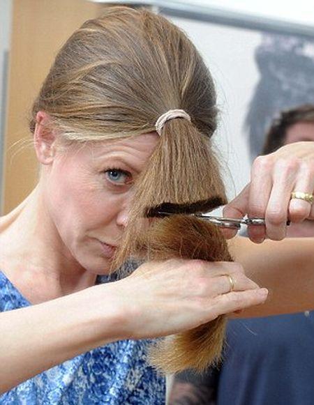 Как коротко подстричь женщину в домашних условиях 83