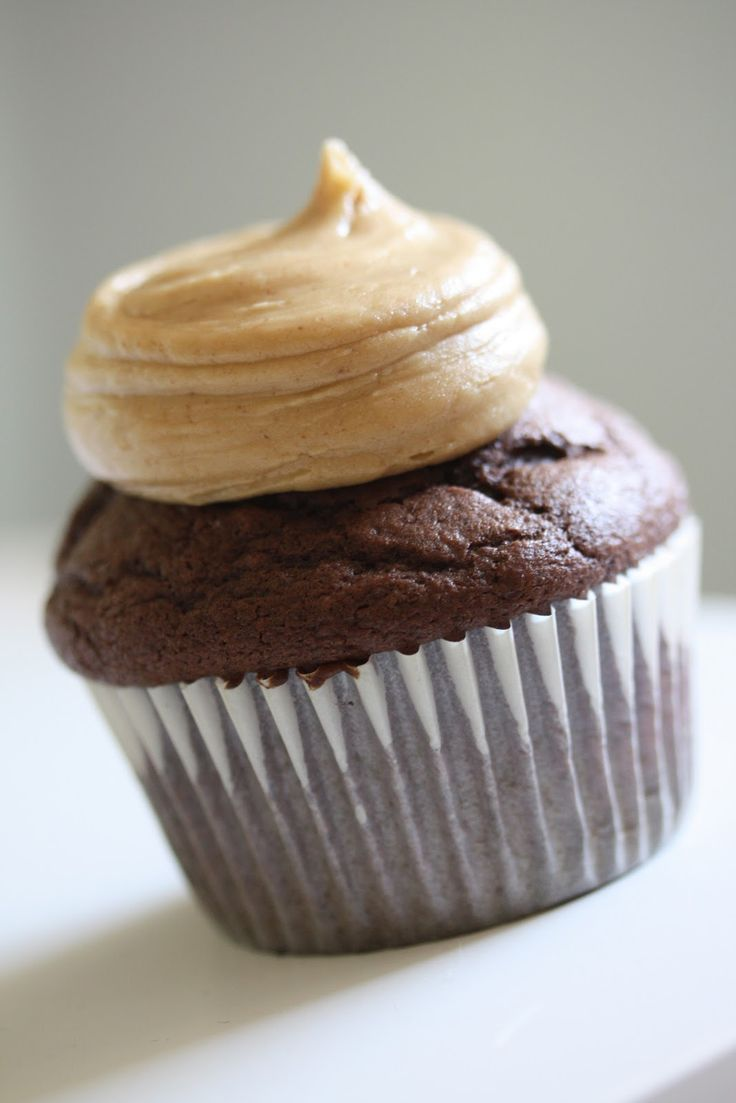 Eat My Cupcake: chocolate cupcakes with peanut butter frosting