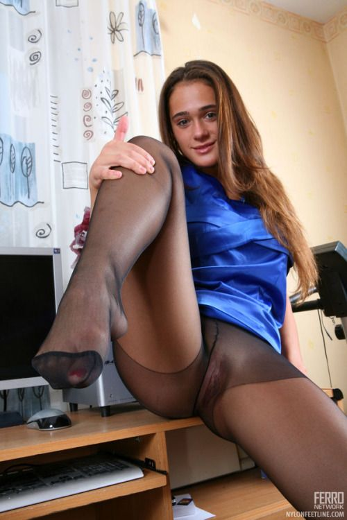 Pictures of women, nude or clothed, wearing nylons or ...