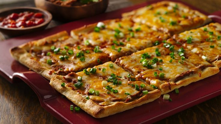 Easy Mexican Pizza *i used 1/2 can pizza sauce &1/2 can green chilles ...