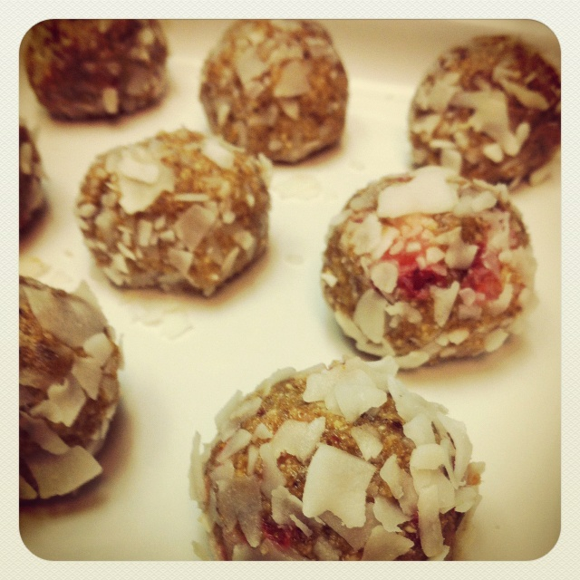 Strawberry Protein Balls #paleo | Paleo No Bakes & Sweets | Pinterest