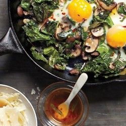 Fried Eggs with Greens and Mushrooms | Breakfast | Pinterest