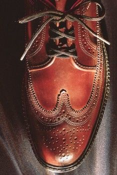 How to Clean Leather Shoes with Vinegar