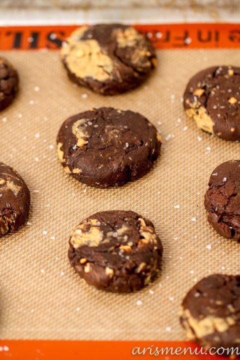 Salted Triple Chocolate Peanut Butter Swirled Brownie Cookies #vegan ...