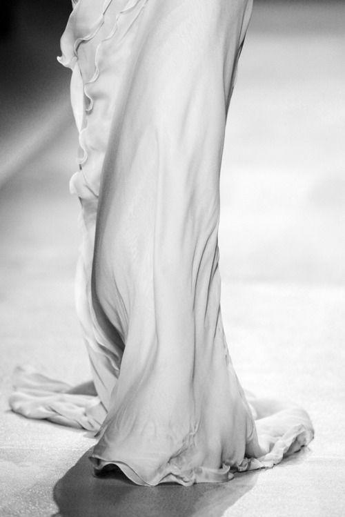 Valentino haute couture  - looks like milkk so lovely!