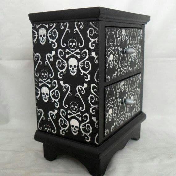 Skull jewelry box Horrific! Pinte