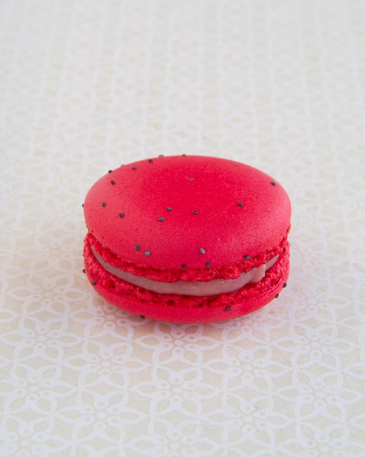 strawberry macaron | Food, Cakes & Macarons | Pinterest
