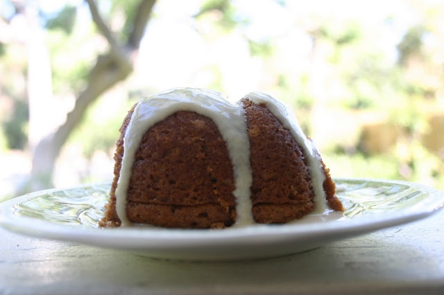 box duncan hines spice cake mix 1 can root beer soda mix it together ...