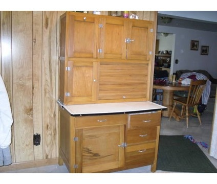 Hoosier cabinet kitchen queen hoosier kitchen for Kitchen queen cabinet