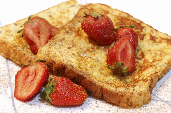 Passover French Toast (sponge cake) with Strawberries
