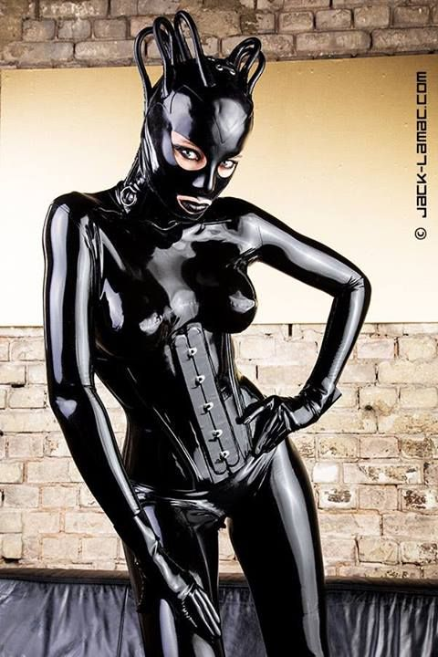 Total enclosure latex slut