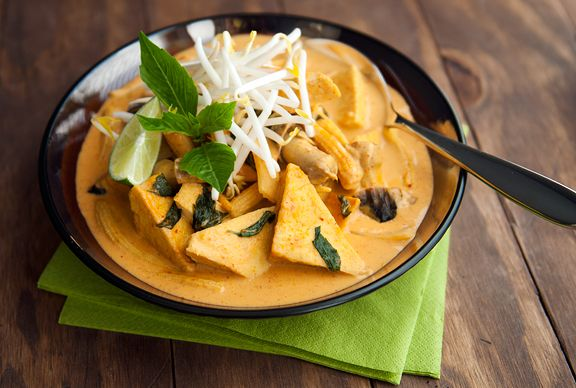 thai red curry with tofu and basil | food porn. | Pinterest