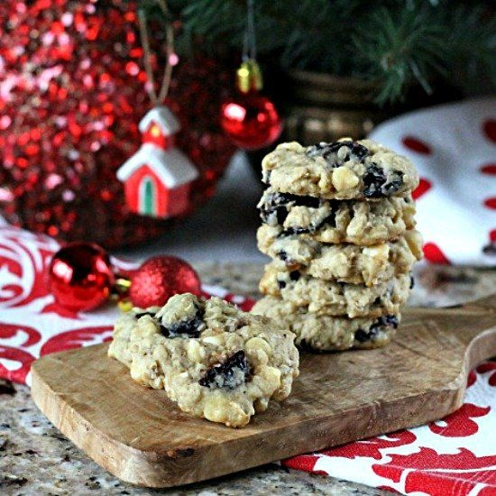 Chocolate Chip Cherry Oatmeal Cookie Recipe. Sweet dried cherries ...