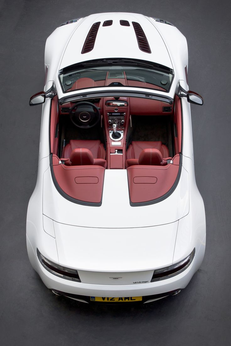 Blanca Aston Martin V12 Vantage Roadster photos