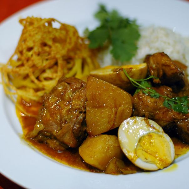 Malaysian chicken curry with roti jala | Food | Pinterest