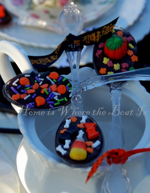 Chocolate covered spoons for hot cocoa with Halloween sprinkles...too ...