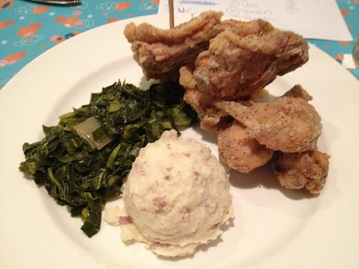 50s Prime Time Cafe at Hollywood Studios -- fried chicken, garlic mashed potatoes, and collard greens