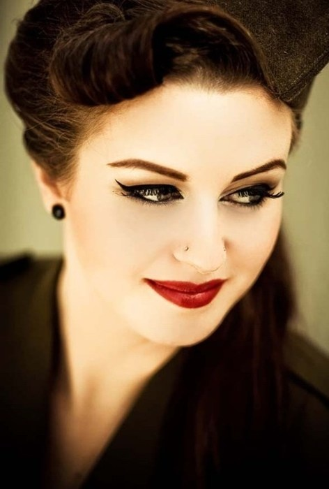 makeup, love red lips