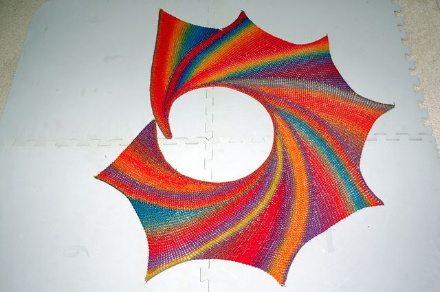 Knitted Pattern For Wingspan Scarf : http://www.ravelry.com/patterns/library/wingspan-2 Rainbow Pinterest