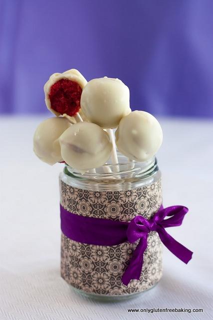 Gluten Free Red Velvet Cake Pops: cute presentation. My mums gluten ...
