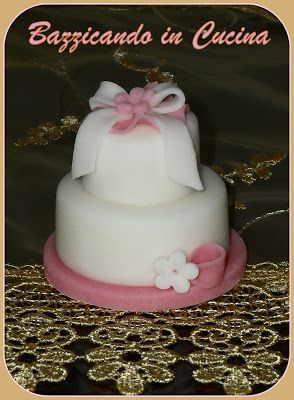 http://bazzicandoincucina.blogspot.it/2013/05/a-sweet-mini-cake.html