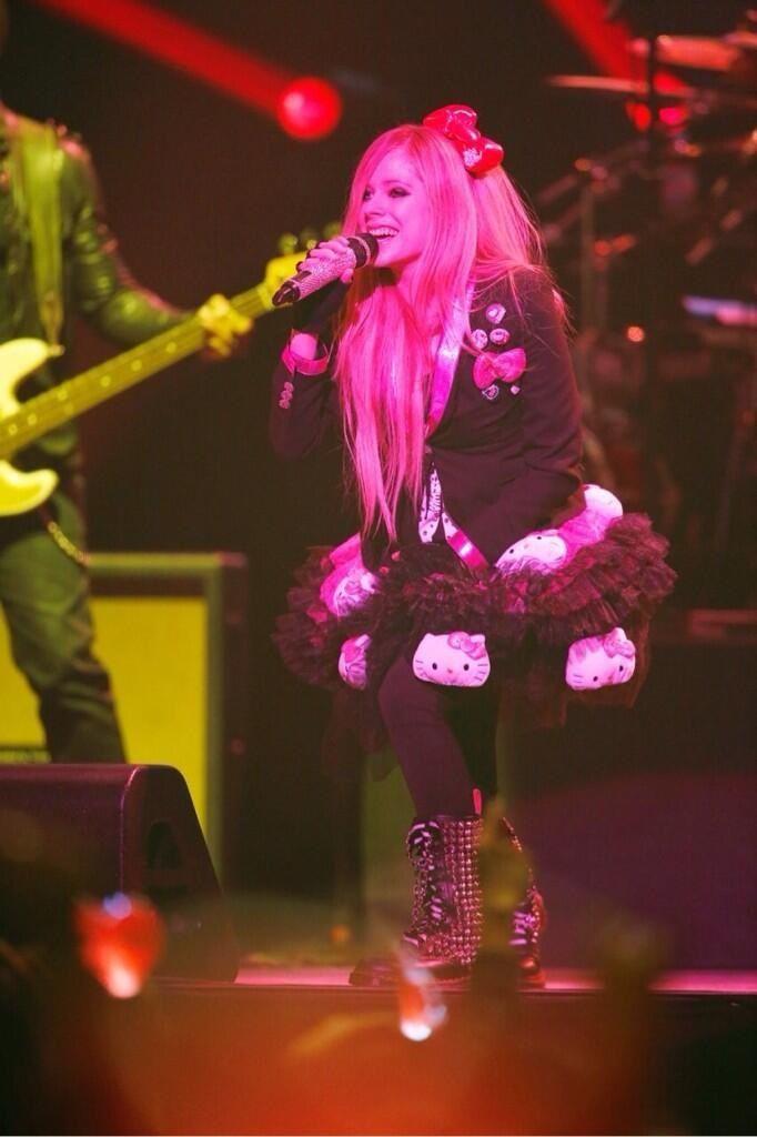 Avril lavigne tour hello kitty outfit avril da bae pinterest