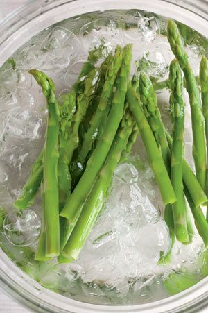 How to blanch vegetables for cooking or freezing: Organic Gardening