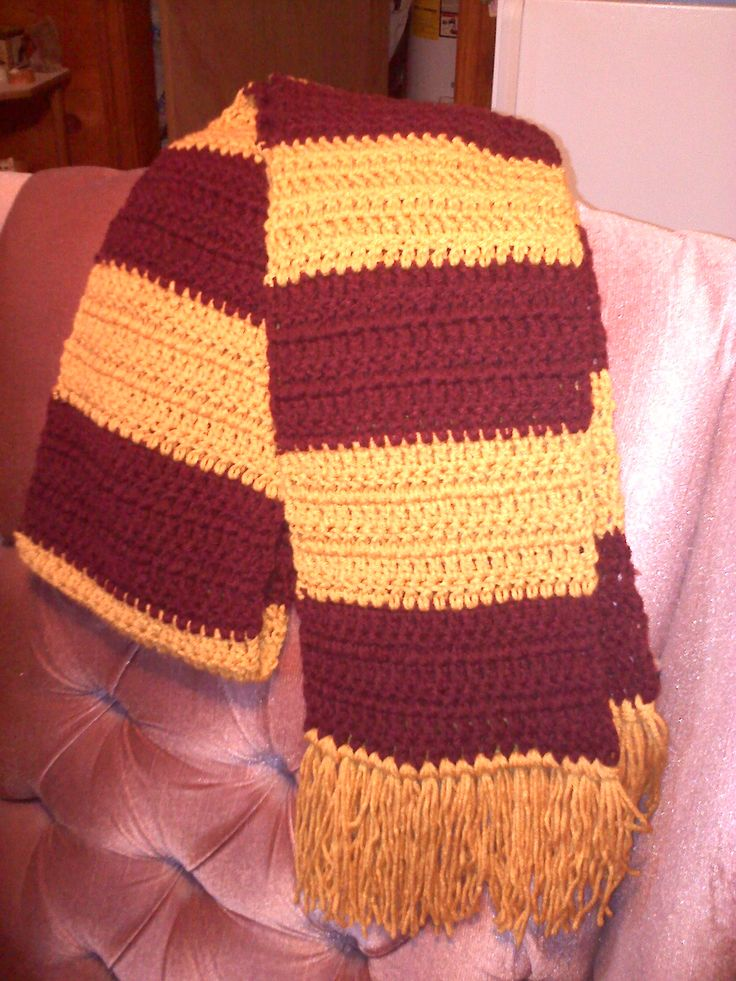 Crochet Pattern For Scarf Easy : Easy Two Color Striped Scarf Crochet Pattern