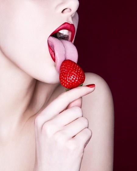 Baiser de fraise photo stock Image du erotica, rotique