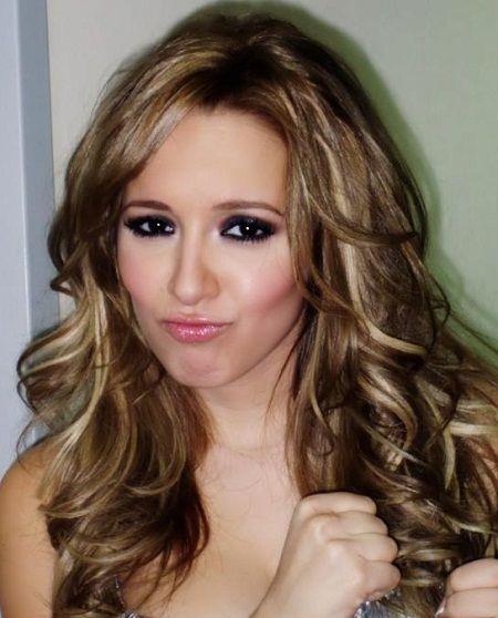 medium brown hair with blonde highlights photo | hair color ideas