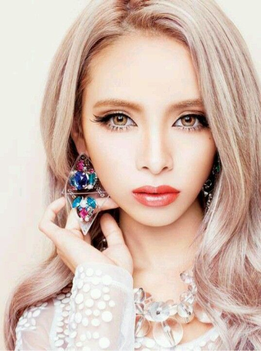 Sayoko ozaki modeling beautiful earings japanese gyaru style pint
