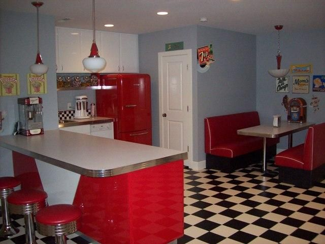 Good job at making ur kitchen look like 50 39 s diner for 50s kitchen ideas