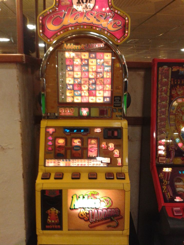 Nice old-fashioned 10p slot machine at Barry Island, with good nudge ...
