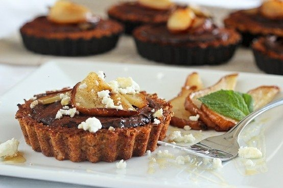 CARAMELIZED PEARS, GOAT CHEESE AND CHOCOLATE TARTLETS. I bet these are ...