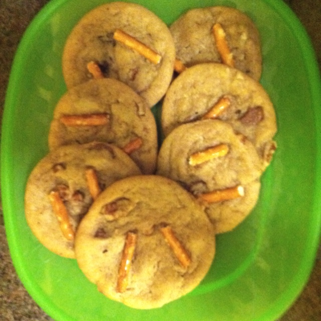 Chocolate chunk pecan pretzel cookies | Yum Yum Delish | Pinterest