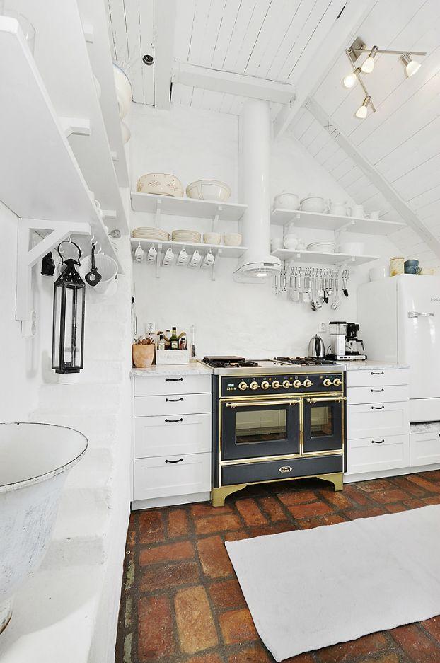 Tilatuote Kujala - Keittiöt, kylpyhuoneet ja komerot helposti kouvolasta