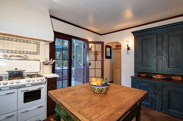 A restored 1925 spanish colonial for sale in altadena for 1925 kitchen designs