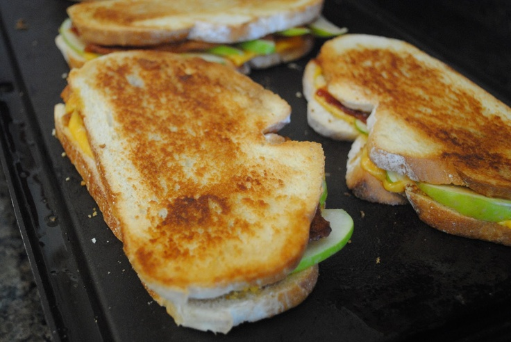 Green apple, bacon and cheddar grilled cheese sandwiches