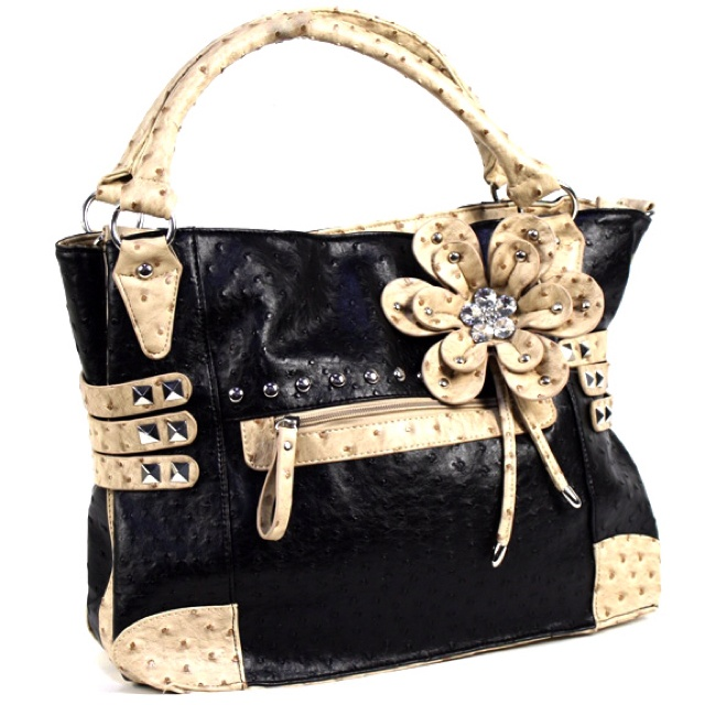 Diva Girl Party purse :) www.divagirlparty.com/mschopf