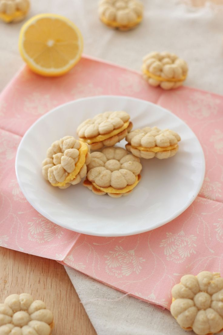 Lemon Sandwich Cookies | www.reciperunner.com