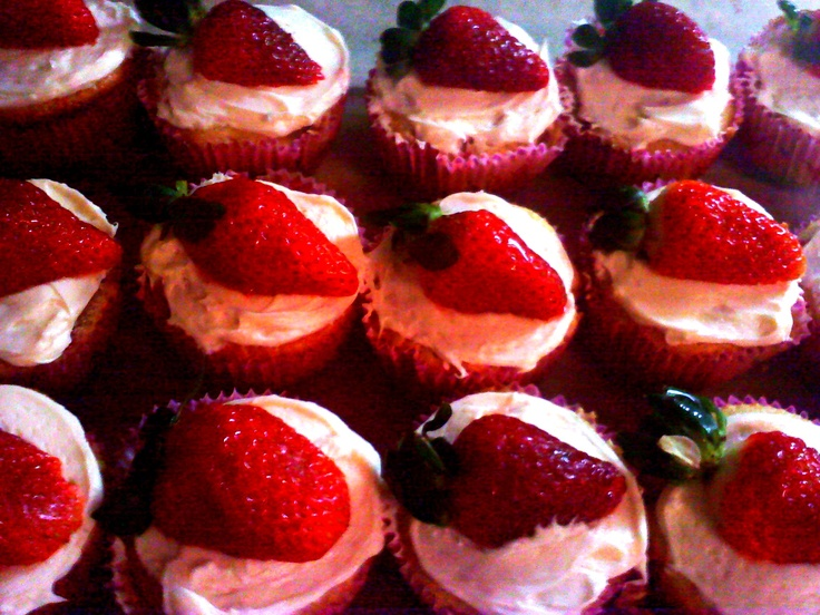 Strawberry cheesecake cupcakes | Recipes to Try | Pinterest