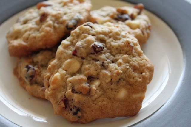 ... Biscuits are Burning: Oatmeal Cranberry White Chocolate Chunk Cookies
