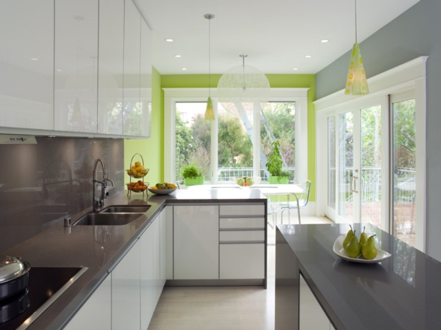 Bright green accent wall kitchen home glam pinterest for Accent colors for green walls