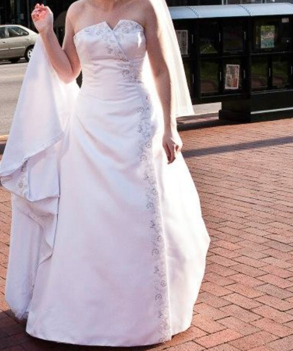 Wedding dress indianapolis inexpensive for Wedding dress alterations indianapolis