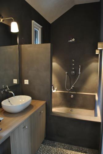 Beton Cire. Bad en douche in een.  Bathroom  Pinterest