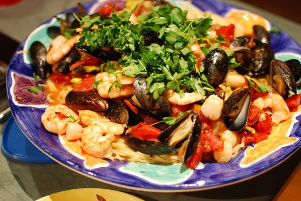 Seafood Fra Diavolo. Easter dinner. Good photo tutorial but I'm making ...