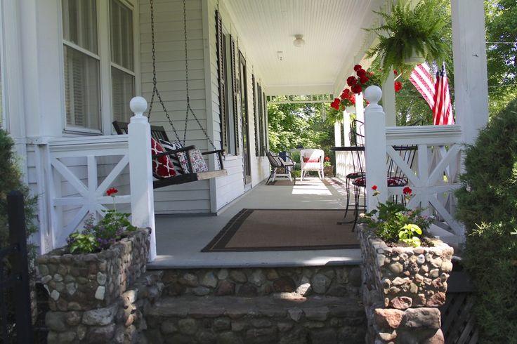 Farmhouse front porch Dreamy Exteriors