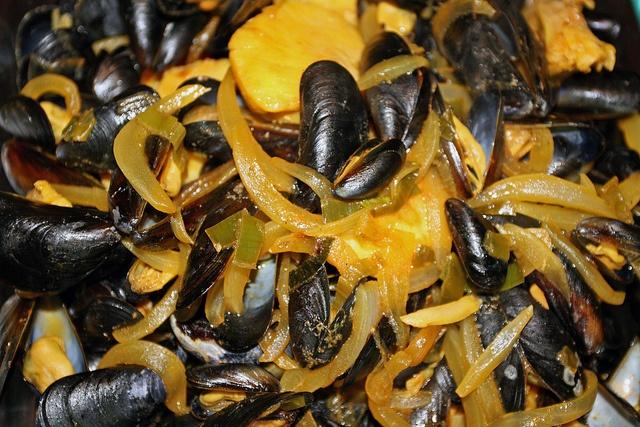 Saffron Mussel Stew Recipe — Dishmaps